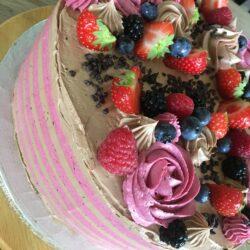 Stribet kage med mange lag